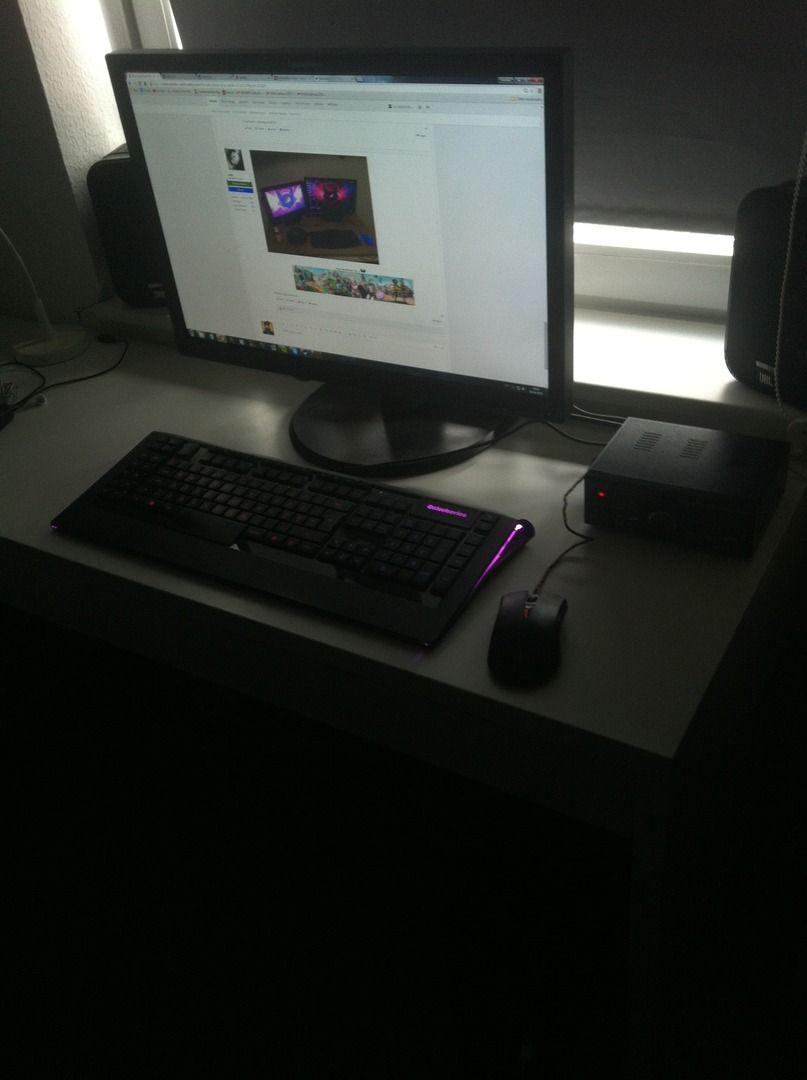desk_001.JPG